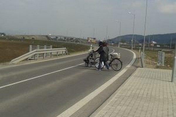 Chodník pri Opatovskej ceste tento rok nevybudujú.