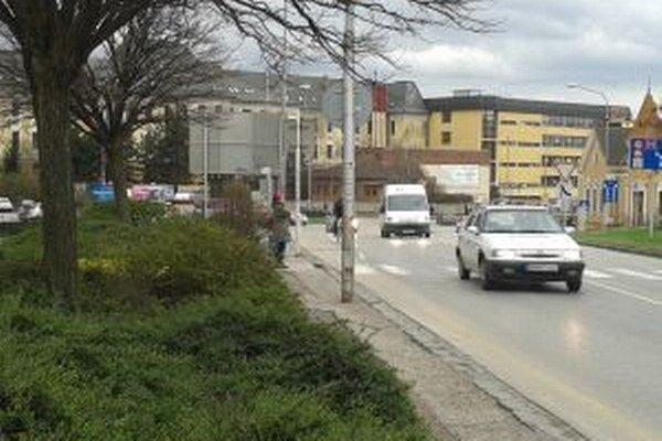 Zlá prehľadnosť prekáža vodičom na priechodoch pre chodcov.
