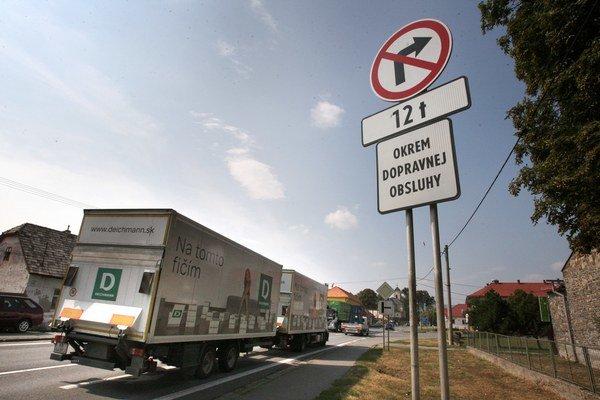 Tranzit kamiónov spôsobuje stále problémy.