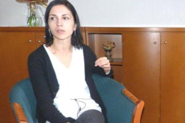 Monika Kompaníková počas besedy v trenčianskej knižnici