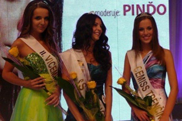 Víťazky súťaže (zľava) - Lívia Folvarčíková, Lucia Markovská a Alexandra Matysová.