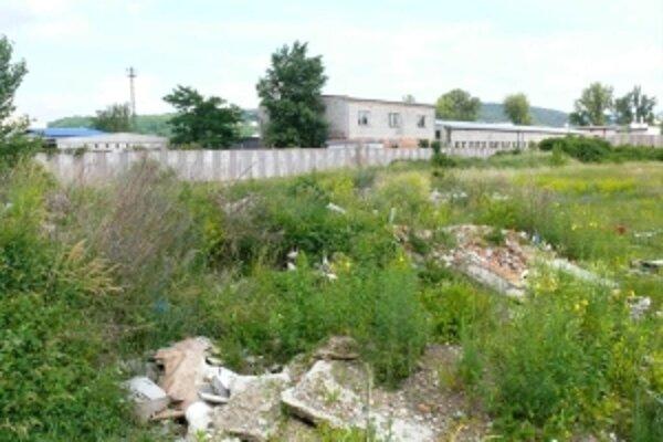 Komunálny odpad zihriska zmizol, stavebný chce majiteľ ešte použiť
