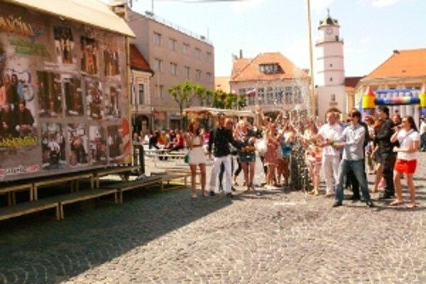 Šrudenti sa rozhodli zvečniť na najväčšom table na Slovensku.