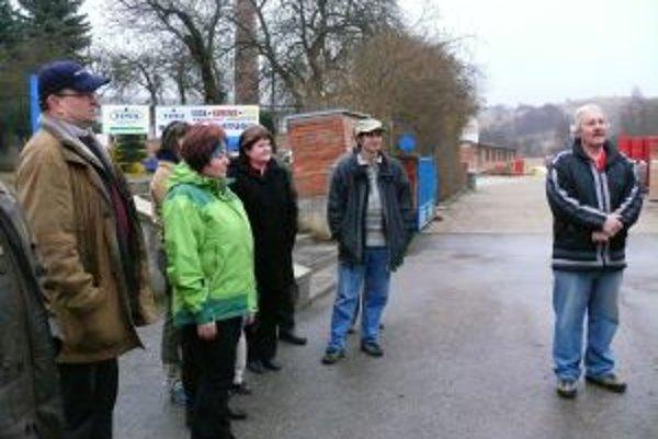Ľudia sa proti výstavbe biostanice pokúšajú vyjadriť odmietavý postoj petíciou.