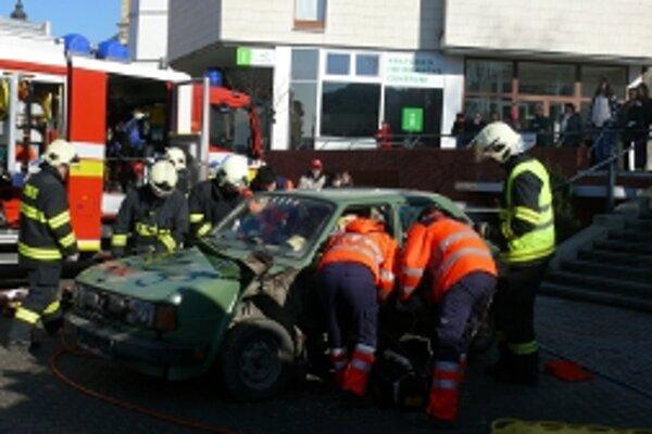 V rámci Európskeho dňa tiesňového čísla 112 sa žiaci oboznámia s činnosťou operátorov, dispečerov a záchranárov na mieste udalosti.