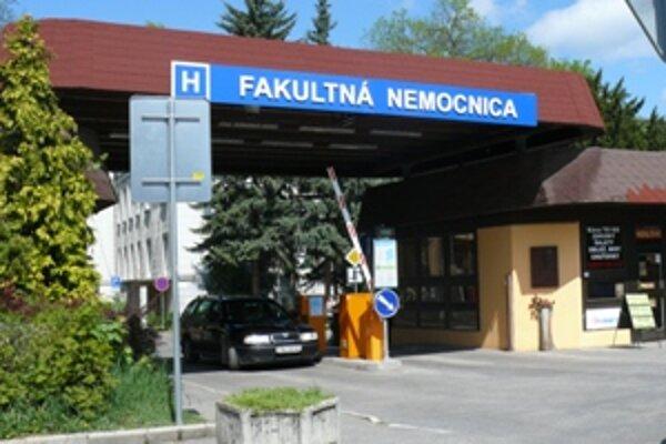 V trenčianskej nemocnici dalo výpoveď 144 lekárov.