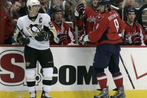 Sidney Crosby (vľavo) a Alexander Ovečkin.