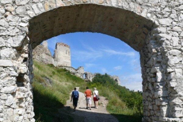 Na rekonštrukciu hradu ostáva pätnásť mesiacov, obec ešte len vyberá firmu.