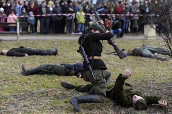 Ukážky bojov z druhej svetovej vojny predvedú aj členovia Klubu vojenskej histórie Dukliansky priesmyk.