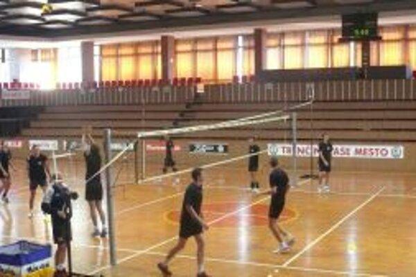Volejbalisti COP Trenčín sa na novú sezónu pripravujú pod vedením trénera Erika Gábora.