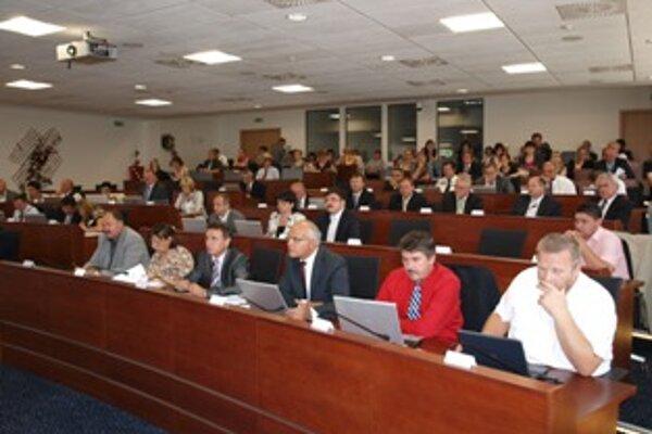 Krajský parlament na svojom desiatom zasadnutí schválil zmeny v rozpočte.
