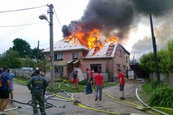 Obrovský požiar zničil rodinný dom na lubinských kopaniciach.