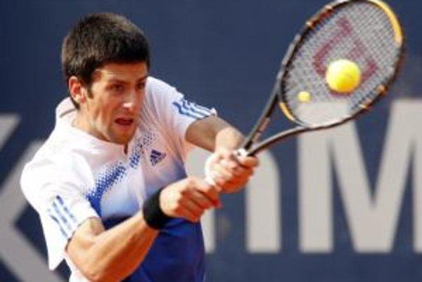Obhajca prvenstva Novak Djokovič postupuje na Australian Open.