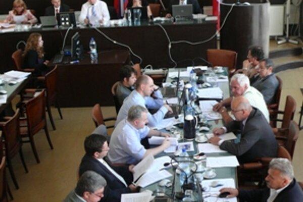 Poslanci zmluvu so spoločnosťou Idea Grande odmietli