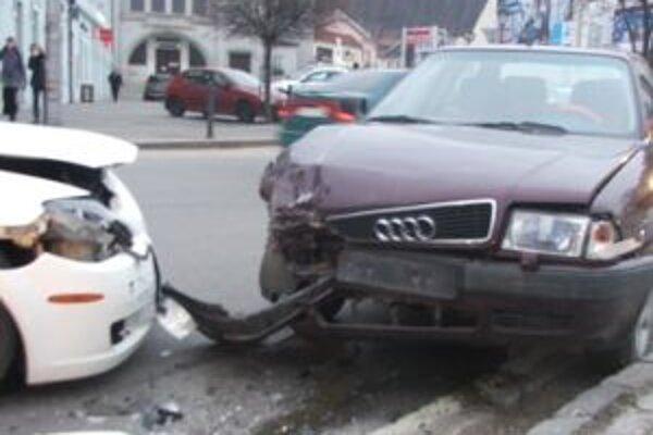 Vozidlá sa zrazili na Palackého ulici.