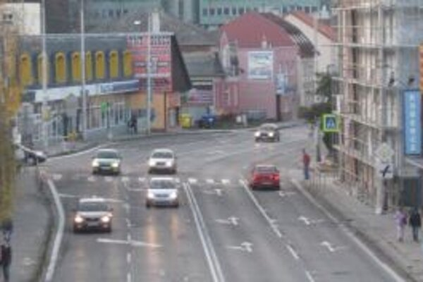 Na križovatku mali pribudnúť semafory, zatiaľ sa tak nestane.