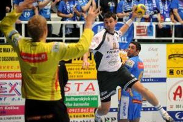 Prešovskí hádzanári prehrali s bundesligovým Hamburgom aj doma.