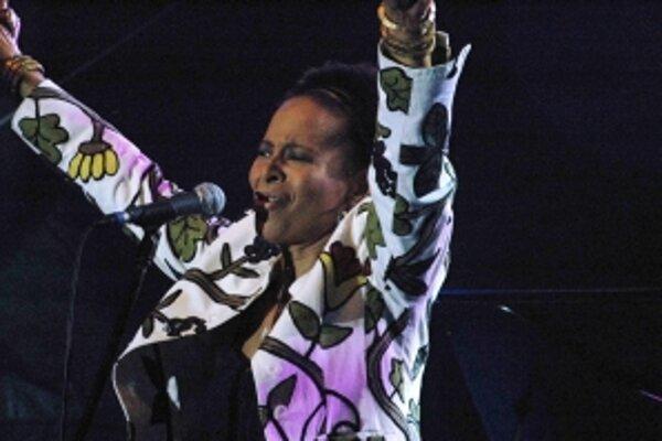Americkú speváčku Jocelyn B. Smith zohnali organizátori na poslednú chvíľu.