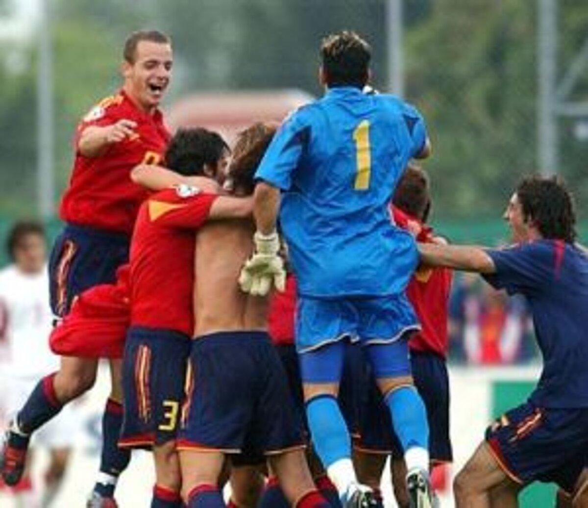 9aaec7174d7f8 Španielski futbalisti vyhrali posledné dva európske šampionáty vekovej  kategórie do 19 rokov.