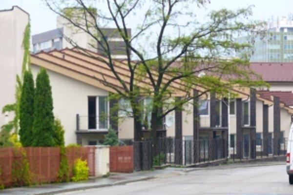 Úrad mal pochybiť aj pri bytovom komplexe Paradiso Plaza