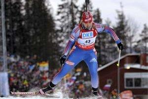 Ruska Jekaterina Jurievová si beží vo vytrvalostných pretekoch na 15 km po premiérový titul majsterky sveta. Len ona vybielila v Östersunde všetkých dvadsať terčov.