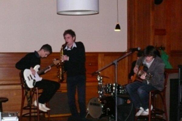 O hudobnú časť programu sa postarala trenčianska kapela Next Page. Tá dostala podporu darcov minulý rok.