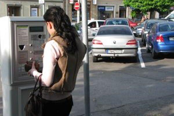Mesto Trenčín v utorok 15. decembra plánuje spustiť predaj parkovacích kariet.