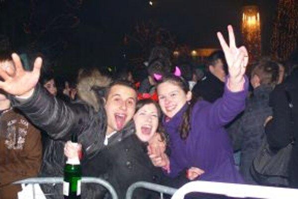 Na Mierové námestí prišli privítať nový rok 2010 najmä mladí ľudia.