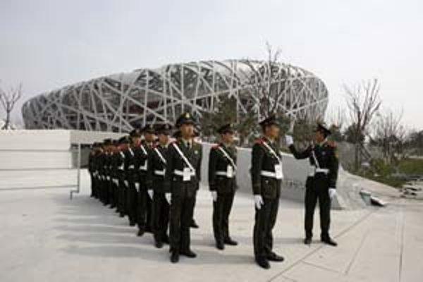Ústredný štadión pekinskej olympiády pre 91–tisíc divákov včera sprístupnili pre verejnosť.