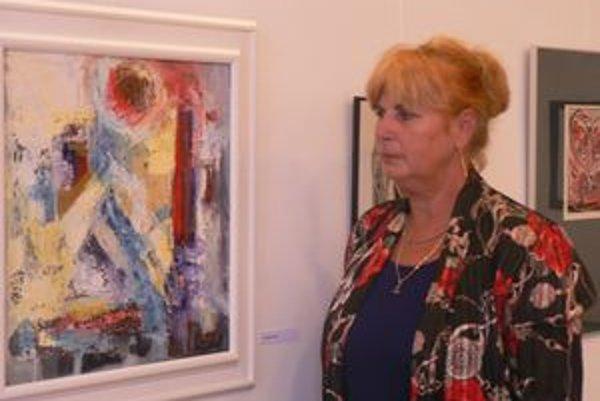 Až do konca septembra prezentuje výtvarnú tvorbu v trenčianskej mestskej veži Anna Petrovská (na snímke) so svojim synom Františkom.