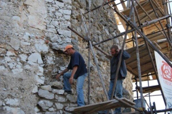 Obec Čachtice chce pokračovať v obnove hradu z eurofondov.