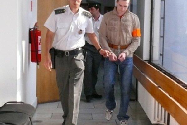 Trenčana Petra. S. odsúdil Okresný súd v Trenčíne za vraždu taxikárky na doživotie. Jeho odvolaním sa bude zajtra zaoberať Krajský súd.