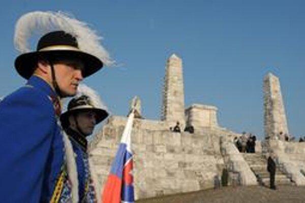 Spomienková slávnosť pri príležitosti 90. výročia tragickej smrti gen. M. R. Štefánika. Brezová pod Bradlom, 3. máj 2009.