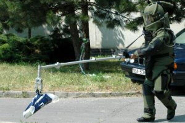 Pyrotechnici v Bojniciach zasahovať nemuseli, dievča, ktoré nahlásilo bombu našli do hodiny