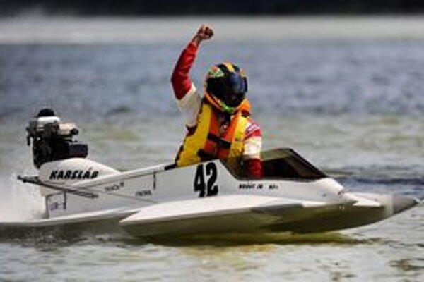 Víťaz národných majstrovstiev Slovenska motorových člnov a piateho ročníka Memoriálu Dušana Košúta, jeho syn Michal Košút s rýchlym klzákom.