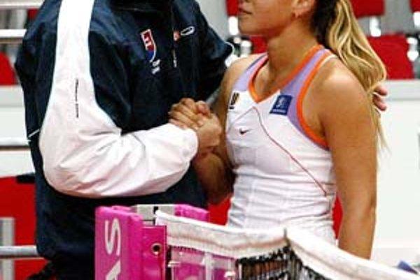 Mojmír Mihal s Dominikou Cibulkovou. Po nedávnych nezhodách urobil kapitán pred súbojom so Srbskom ústretový krok a čaká, že do tímu sa pridá aj hráčka pre štvorhru Janette Husárová.