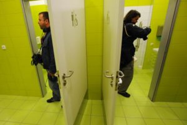 Pre krízu prišla v Trenčíne o prácu pani na verejných toaletách, rovnako im skrátili aj otváracie hodiny.