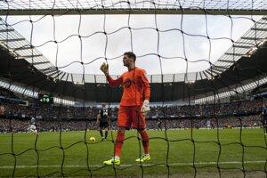 Smutný brankár Tottenhamu Hugo Lloris. V zápase proti Manchesteru City dostal päť gólov.