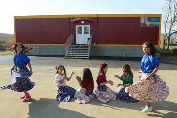 V októbri otvárali v Jarovniciach novú kontajnerovú školu, už nestačí.