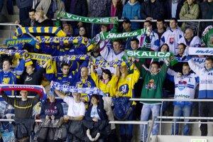 Fanúšikovia so šálmi extraligových klubov MHC Martin, HK 36 Skalica, ŠHK 37 Piešťany, Slovana a Slovenska.