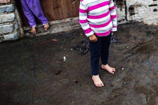 Žiaľ, všetky doterajšie vlády vrátane tej Ficovej sociálnej definovali ako zneužívateľov štátnych dávok Rómov.