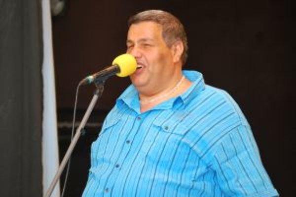 Nevidiaci spevák očaril publikum v Bošáci.