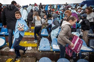Časti hľadiska na Pasienkoch boli zaplnené prevažne školákmi v rámci akcie