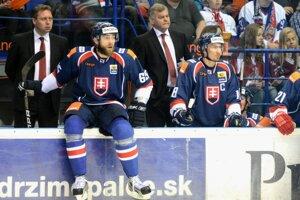 Na mantineli sedí Tomáš Marcinko.