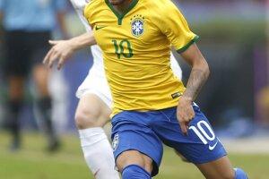 Zápas Brazília - Srbsko. Neymar a Srb Dušan Basta.