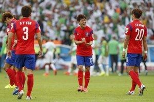 Futbalisti Kórejskej republiky sa hecujú po druhom inkasovanom góle.