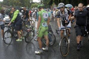 Piatková etapa bola určená šprintérom, výrazne ju však ovplyvnil dážď a pád niekoľko kilometrov pred cieľom.