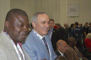 Vpravo ruský veľmajster Garri Kasparov.
