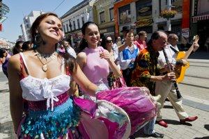 Rómsky festivalový sprievod ulicami Bratislavy
