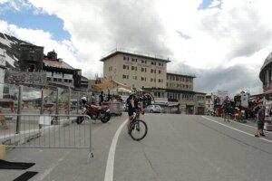 Sedlo, kam smeruje veľa cyklistov profesionálov, ale aj nabalených turistov.